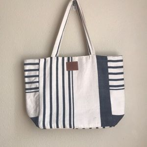 Sseko Designs   💙🤍 Navy and White Woven Tote